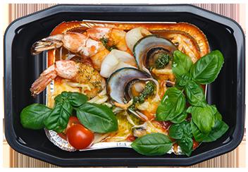 Запечённые морепродукты с овощами под моцареллой