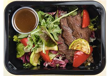 Салат с говяжьими щечками и печеными овощами