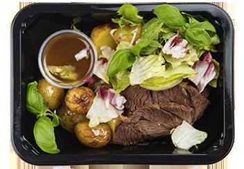 Салат с говяжьими щечками, бэйби-картофелем и овощами