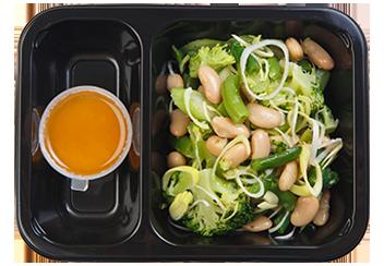 Зеленый салат с белой фасолью
