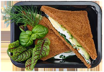 Сэндвич  с яйцом и свежим огурцом